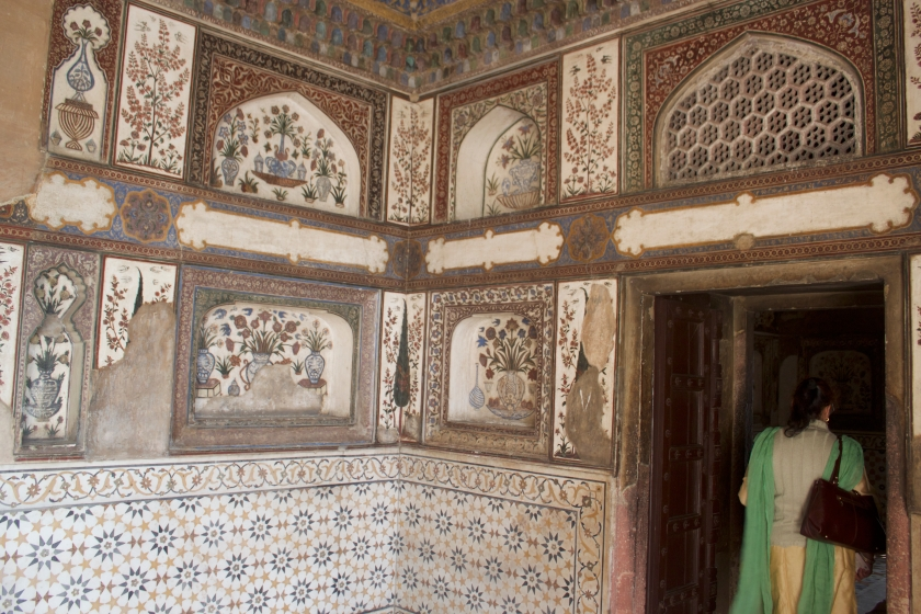 Inside Itmad-ud-Daulah