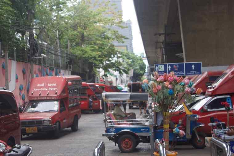 Taxi Stand at Sophan Tarsin Metro Station