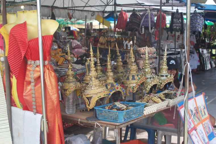 Souvenir Market in Wat Arun