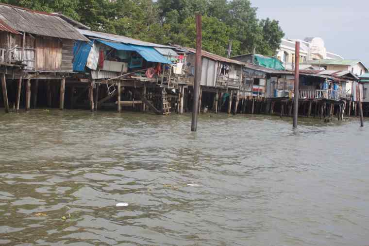 People living on the River