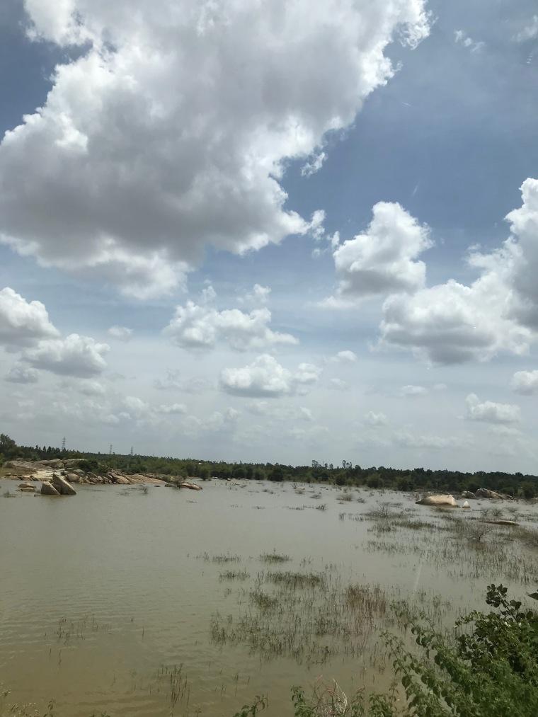 Lake on the way to Kotilingeshwara