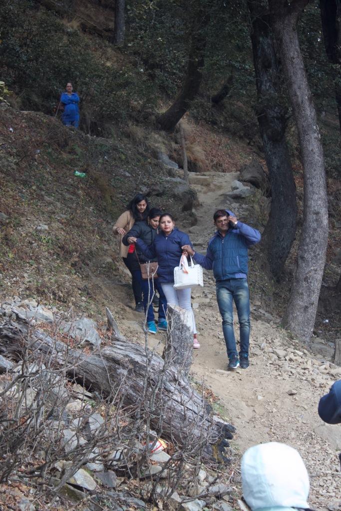 Ranoo climbing down with a family